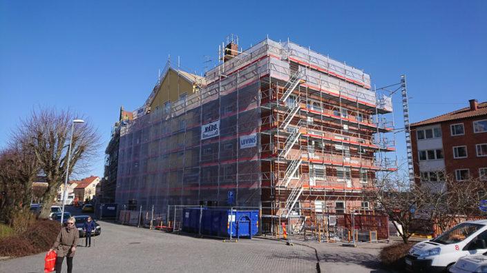 Fasad-och-takrenovering-Solvesborg
